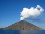 Eruptirao vulkan na talijanskom otoku: Turisti se u panici bacali u more