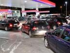 Velike gužve na benzinskim crpkama