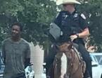 Policija užetom vodila tamnoputog muškarca