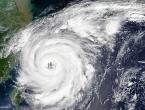 Snažan tajfun pogodio Japan, otkazani letovi, zaustavljeni vlakovi