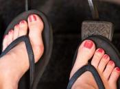 Vožnja u sandalama opasnija je nego u štiklama