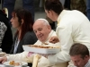Papa ugostio na ručku 1.500 beskućnika