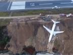 Putnički avion u Turskoj otklizao s piste pa završio na rubu provalije