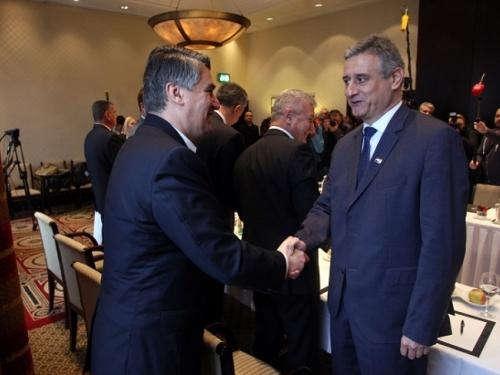 Milanović će iz Sabora 'soliti pamet', vlada SDP-MOST mogla bi brzo pasti