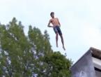 VIDEO: Skakanje u vodu na stomak!