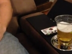 Odloži praznu čašu i gledaj kako se pivo samo puni