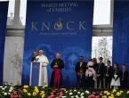 Papa Franjo u Irskoj zatražio oprost, a istodobno pozvan da odstupi