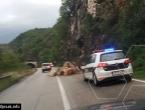 Drežnica: Na vozilo Opće bolnice Konjic obrušio se manji odron