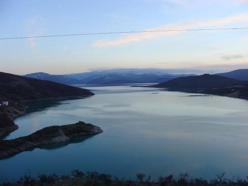 Pronađeno tijelo migranta na obali Bilećkog jezera