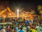Najmanje stotinu ljudi zarobljeno pod ostacima zgrade koja se urušila u gradu blizu Mumbaija