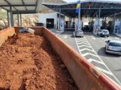 Na granici u Hercegovini otkriveno krijumčarenje 26.750 kutija cigareta pokrivenih rudom boksita