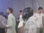 VIDEO| Hercegovina: Na svadbu došao s ''posebnom'' zaštitom od koronavirusa