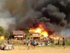 Požar progutao tri sela - poginule 33 osobe