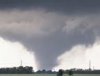 Snažni tornado iz kuće iščupao kadu i staricu i sina koji su se u njoj skrili