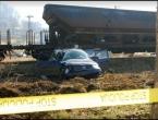 Teretni vlak udario u vozilo kod Doboja, stradao bračni par i dijete