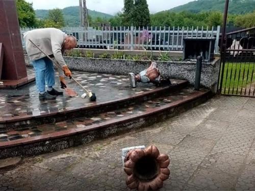 Demolirano spomen obilježje poginulim hrvatskim braniteljima u Središnjoj Bosni