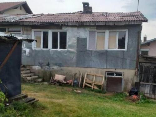 Siromaštvo: Dvije žene i dvije djevojčice žive bez struje i vode