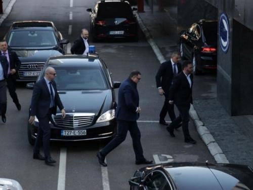 NATO je stao između trojke i vlasti