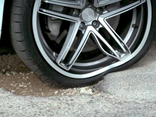 Idealno za naše automobile: Savitljiva felga otporna na udarce i rupe na cestama!