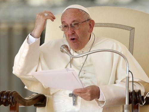 Papa sazvao sastanak crkvenih poglavara