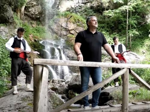 Poslušajte novi hit Zdravka Čurića