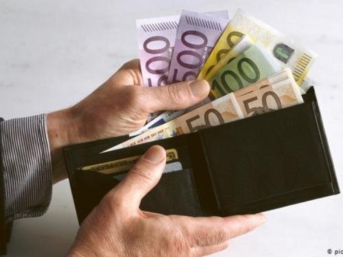 EU zabranjuje plaćanje kešom? Predlažu granicu od 10.000 eura