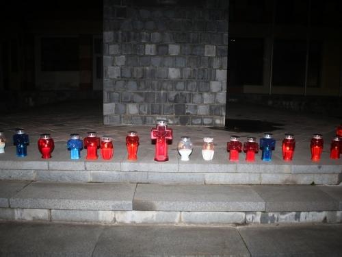 Paljenjem svijeća u Prozoru odana počast Slobodanu Praljku