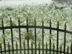 Jako olujno nevrijeme pogodilo Gradačac: Led ugrozio voćnjake, ulice pod vodom