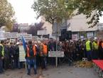 Počeo prosvjed umirovljenika: Opsadno stanje oko Vlade FBiH
