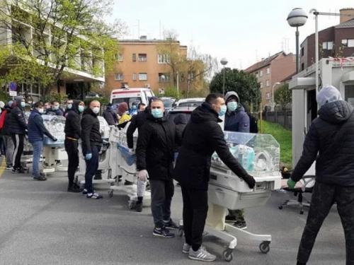 Slika koja je oduševila Hrvatsku: Bad Blue Boysi spašavaju inkubatore iz rodilišta