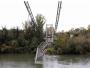 U Francuskoj se srušio viseći most