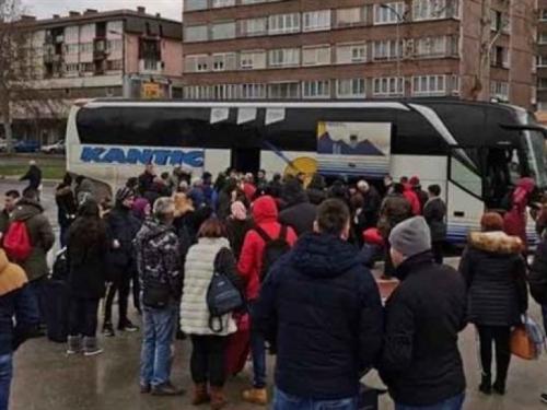 Puni autobusi odvoze radnike iz BiH, zemlja se vraća u realnost