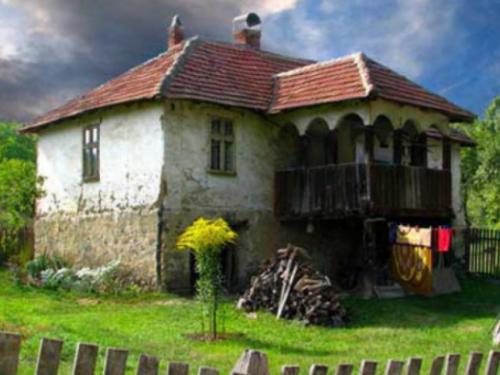 Razvojna banka FBiH kreditno će pomagati u obnovi starih kuća i sela u turističke svrhe