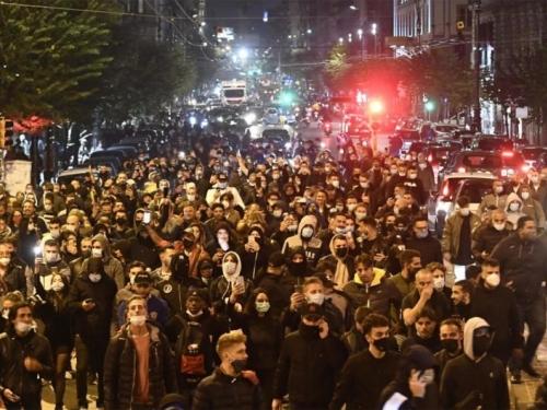 Prosvjednici u Napulju se sukobili s policijom zbog najave nove blokade