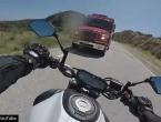 Motociklom se sa 100 km/h zabio u kamion, pa video postavio na YouTube