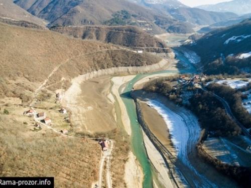 Direktor Hidroelektrana o Jablaničkom jezeru: Katastrofe nema, a ribe su migrirale