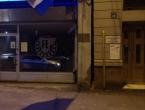 Identificiran muškarac koji je bacio zastavu EU sa zgrade hrvatskog veleposlanstva