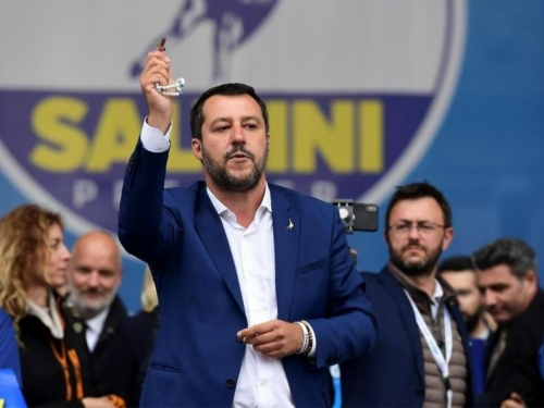 Salvini kaže da je talijanska vlada gotova i traži izbore