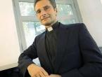 Smijenjen svećenik koji je priznao da je homoseksualac