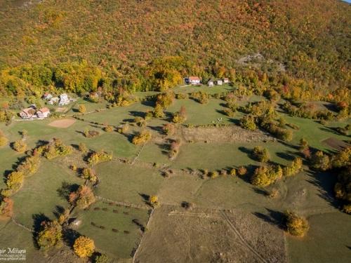 FOTO/VIDEO: Orašac u bojama jeseni