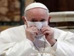 Papa Franjo prvi put nosio masku u javnosti