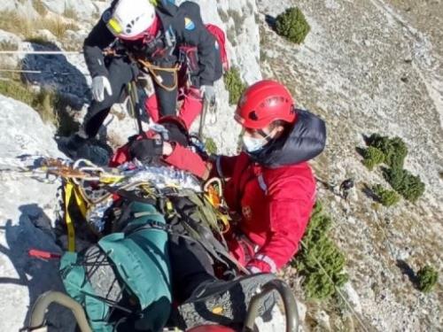 Helikopter Oružanih snaga BiH uspješno evakuirao unesrećenog planinara