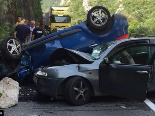 U teškoj prometnoj nesreći kod Jablanice ozlijeđeno dvoje djece