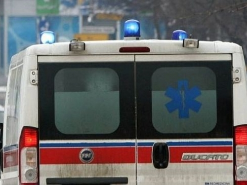 Maloljetnici s BMW-om sletili s ceste pred jednu kuću, poginula djevojčica