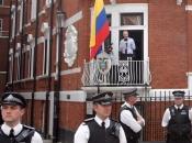 Moreno: Assange je haker, ali može ostati u londonskom veleposlanstvu