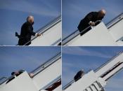Biden se pokušao ukrcati u Air Force One pa pao dva puta: Pogledajte video koji se širi mrežama