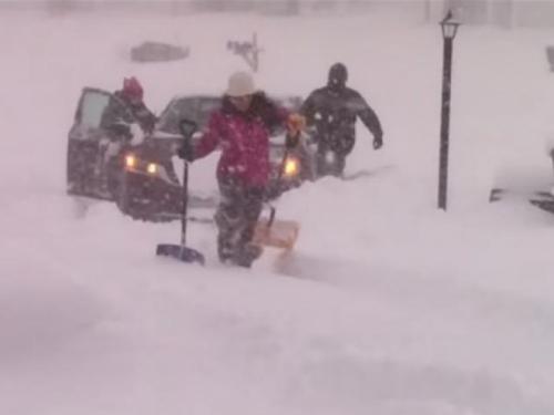 Američki grad pod metar i pol snijega