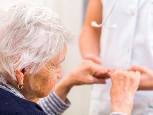 Japanski i australski znanstvenici razvili krvni test za rano otkrivanje Alzheimera
