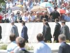 VIDEO: Vučić izviždan i napadnut nakon komemoracije u Srebrenici