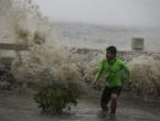 Filipini: Petero mrtvih i 100 tisuća evakuiranih pred tajfunom Haima